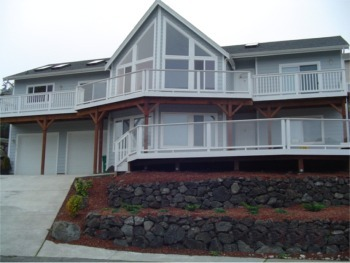 Bremerton, WA | Trex Deck with Plexiglass Railing